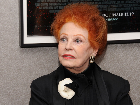 Arlene Dahl「Academy Of Motion Picture Arts & Science Theater Grand Re-Opening Ribbon Cutting Ceremony」:写真・画像(16)[壁紙.com]