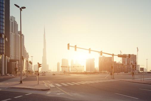人気のない道路「Dubai Burj Khalifa sunrise」:スマホ壁紙(4)