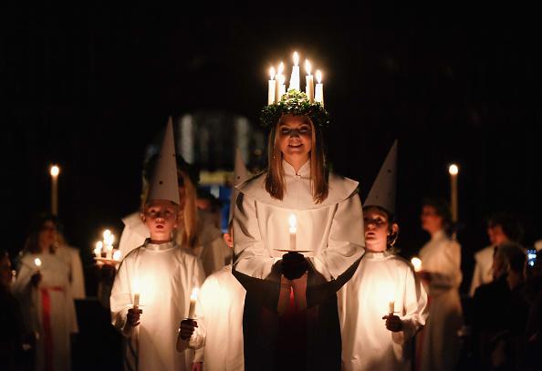 Tradition「The Annual Sankta Lucia Festival Of Light」:写真・画像(2)[壁紙.com]