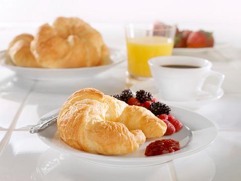 フランス料理「朝食にクロワッサン、苺ジャム」:スマホ壁紙(15)