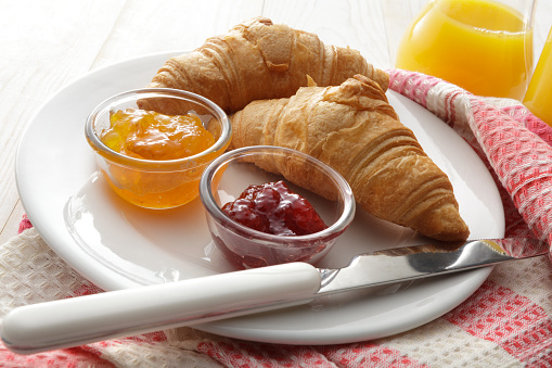 Bun - Bread「Breakfast: Croissant and Jam Still Life」:スマホ壁紙(15)