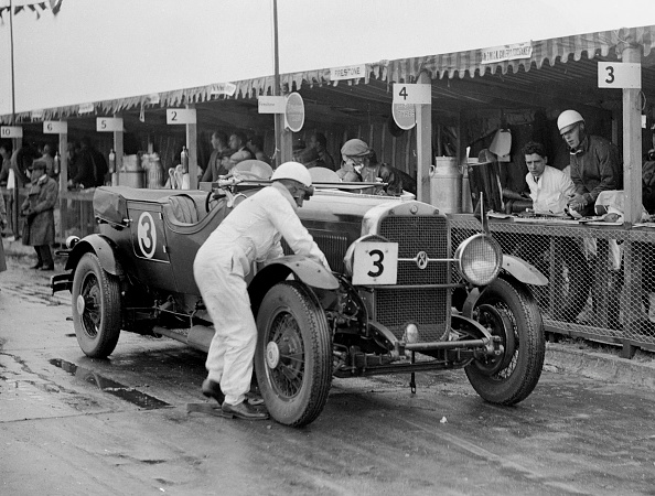 Repair Shop「Studebaker of A Hollidge and GAW Laird in the pits at the JCC Double Twelve Race, Brooklands, 1929」:写真・画像(0)[壁紙.com]