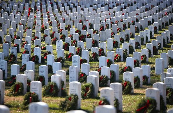 Arlington - Virginia「Air Force Major Killed During Iraq War Buried At Arlington National Cemetery」:写真・画像(17)[壁紙.com]