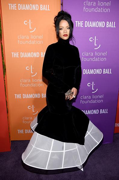 Black Color「Rihanna's 5th Annual Diamond Ball Benefitting The Clara Lionel Foundation - Arrivals」:写真・画像(6)[壁紙.com]