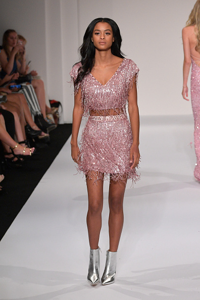 Silver Colored「Sherri Hill NYFW SS18 Runway Show」:写真・画像(6)[壁紙.com]