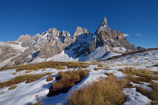 UNESCO「The mountain group Pale di San Martino with the mountain peak Cimon della Pala in autumn with first snow. UNESCO World Heritage Site.」:スマホ壁紙(14)