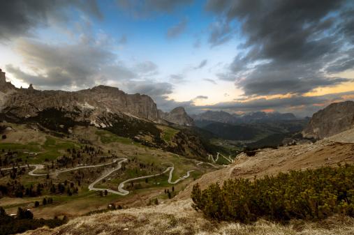 一本道「「Mountain Road」:スマホ壁紙(11)
