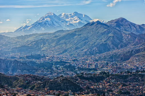 Bolivian Andes「The mountain Illimani rises above the skyline of La Paz」:スマホ壁紙(14)