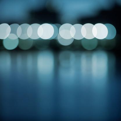 Defocus「照明、川」:スマホ壁紙(16)