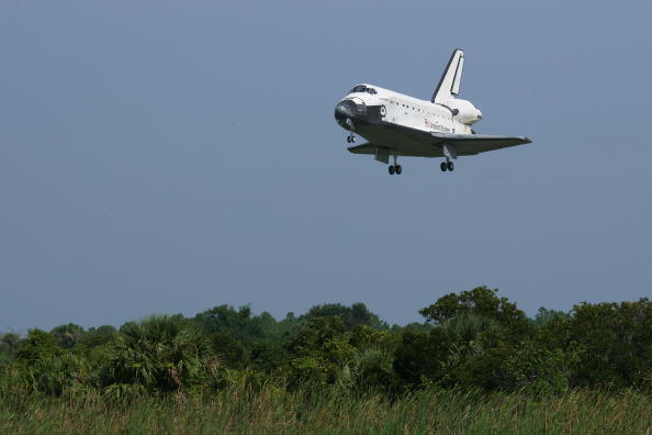Space Shuttle Endeavor「Space Shuttle Endeavour Returns To Kennedy Space Center」:写真・画像(16)[壁紙.com]