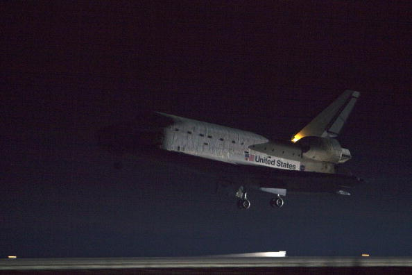 Space Shuttle Endeavor「Space Shuttle Endeavour Returns To KSC After 13-Day Mission」:写真・画像(8)[壁紙.com]