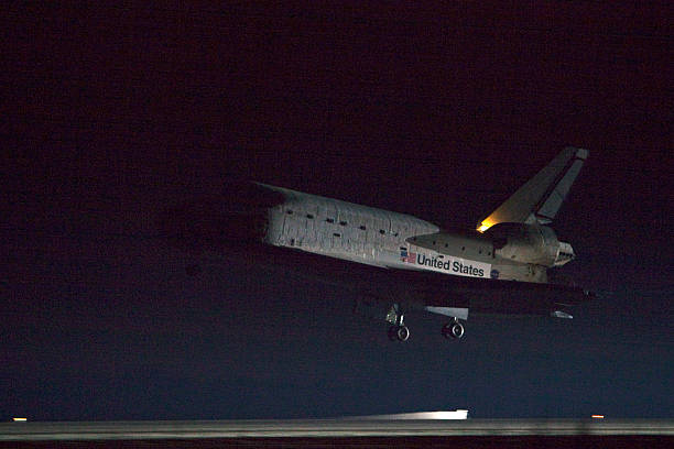 Space Shuttle Endeavour Returns To KSC After 13-Day Mission:ニュース(壁紙.com)