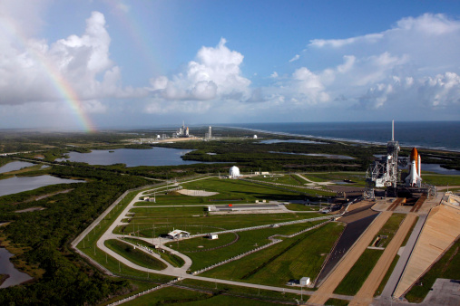 Space Shuttle Endeavor「Space Shuttle Atlantis and Endeavour on the launch pads at Kennedy Space Center in Florida.」:スマホ壁紙(6)