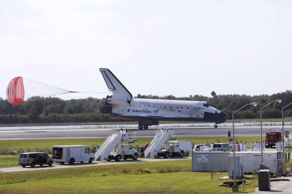 Landing - Touching Down「Space Shuttle Discovery Returns From Mission」:写真・画像(17)[壁紙.com]