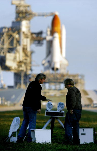 Space Shuttle Endeavor「NASA Makes Final Preparations For Space Shuttle Discovery's 33rd Flight」:写真・画像(0)[壁紙.com]