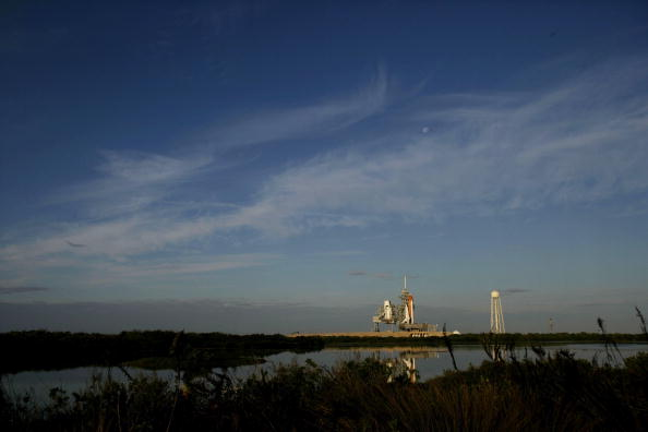 Space Shuttle Endeavor「NASA Makes Final Preparations For Space Shuttle Discovery's 33rd Flight」:写真・画像(3)[壁紙.com]