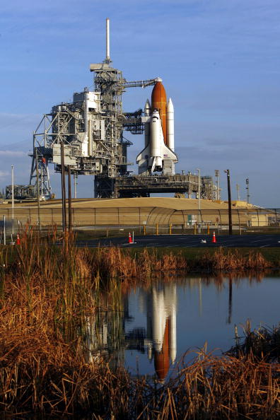 Space Shuttle Endeavor「NASA Makes Final Preparations For Space Shuttle Discovery's 33rd Flight」:写真・画像(1)[壁紙.com]