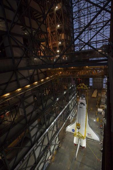 Matt Stroshane「Shuttle Atlantis Rolled To Vehicle Assembly Building For Launch Prep」:写真・画像(1)[壁紙.com]