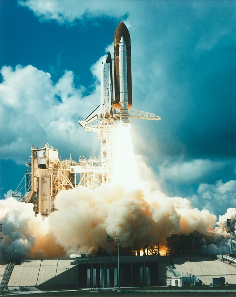 Taking Off - Activity「Space Shuttle Atlantis Launching From Kennedy Space Center,」:写真・画像(19)[壁紙.com]