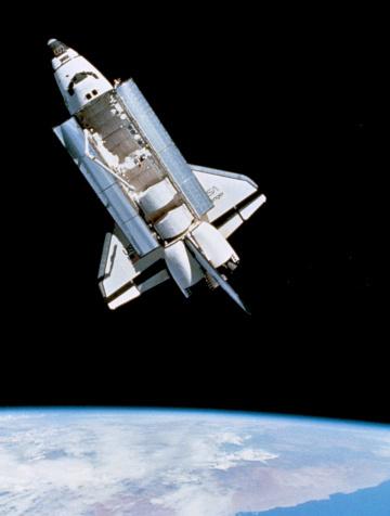 Solar System「Space shuttle Challenger orbiting」:スマホ壁紙(10)