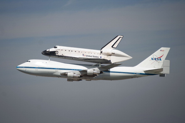 Space Shuttle Endeavor「Space Shuttle Endeavour Arrives In L.A. Atop Transport Plane」:写真・画像(17)[壁紙.com]
