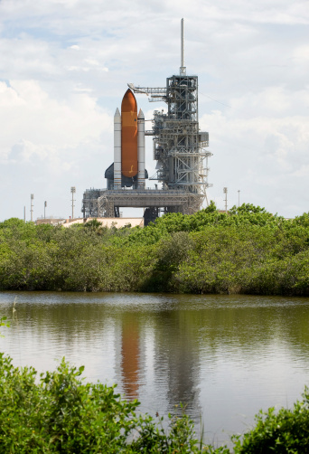 Space Shuttle Endeavor「Space Shuttle Endeavour sits ready on the launch pad at Kennedy Space Center.」:スマホ壁紙(3)