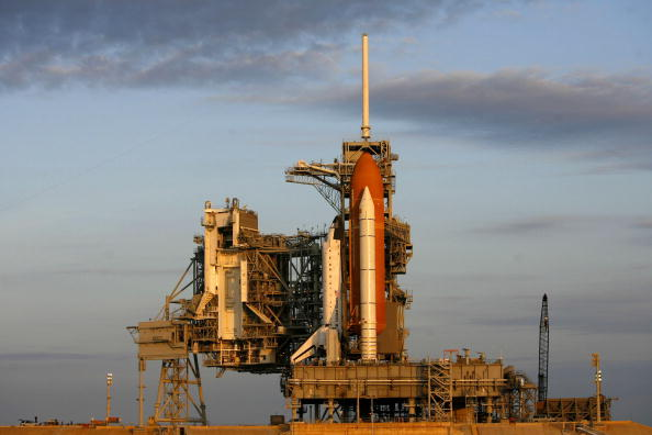 Space Shuttle Endeavor「Space Shuttle Endeavor Is Rolled Out To Launch Pad」:写真・画像(0)[壁紙.com]