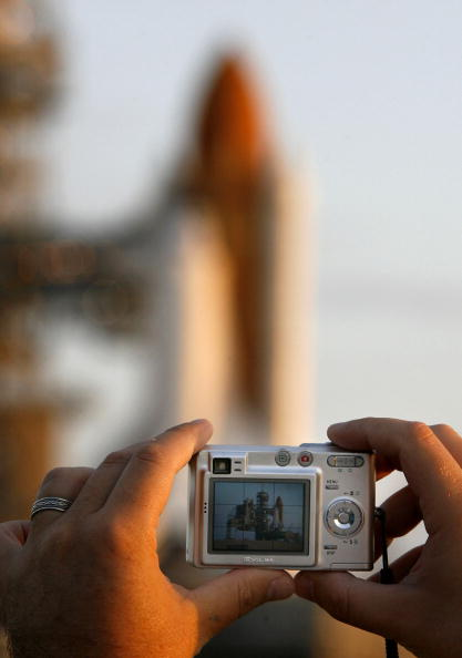Space Shuttle Endeavor「Space Shuttle Endeavor Is Rolled Out To Launch Pad」:写真・画像(18)[壁紙.com]
