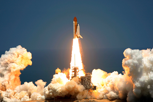 Eliot J「Space Shuttle Atlantis Launches From Kennedy Space Center」:写真・画像(11)[壁紙.com]