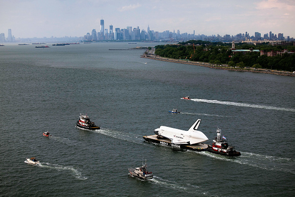 Michael Nagle「Space Shuttle Enterprise Carried By Barge To Intrepid Air And Space Museum」:写真・画像(10)[壁紙.com]
