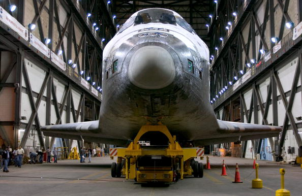 Vehicle Assembly Building「Space Shuttle Discovery Moves To VAB」:写真・画像(19)[壁紙.com]