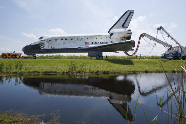 Space Shuttle Discovery「Space Shuttle Discovery Lands At Kennedy Space Center」:写真・画像(8)[壁紙.com]