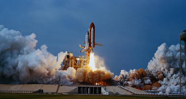 Space shuttle lift off:スマホ壁紙(壁紙.com)