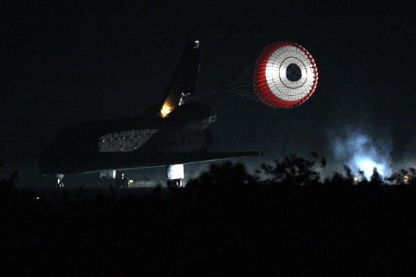 Space Shuttle Endeavor「Space Shuttle Endeavour Returns to Earth」:写真・画像(3)[壁紙.com]