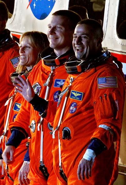Space Shuttle Endeavor「NASA Prepares For Launch Of Space Shuttle Endeavour」:写真・画像(14)[壁紙.com]