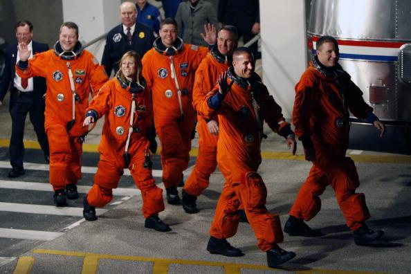Space Shuttle Endeavor「NASA Prepares For Launch Of Space Shuttle Endeavour」:写真・画像(11)[壁紙.com]