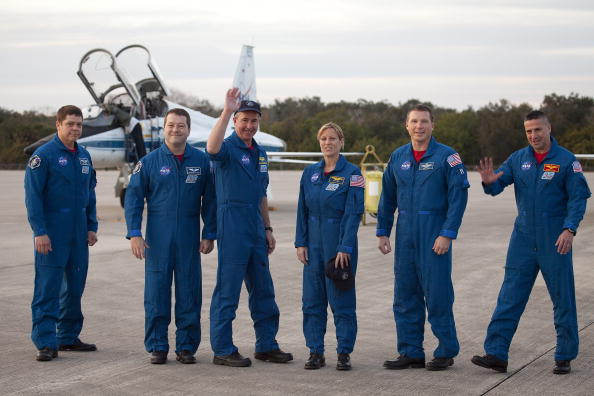 Magic Kingdom「Endeavour Astronauts Arrive At KSC For Pre-Launch Tests」:写真・画像(0)[壁紙.com]