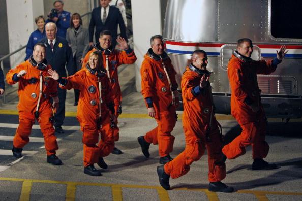 Space Shuttle Endeavor「NASA Prepares For Launch Of Space Shuttle Endeavour」:写真・画像(17)[壁紙.com]