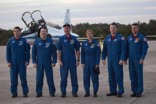 Magic Kingdom「Endeavour Astronauts Arrive At KSC For Pre-Launch Tests」:写真・画像(4)[壁紙.com]