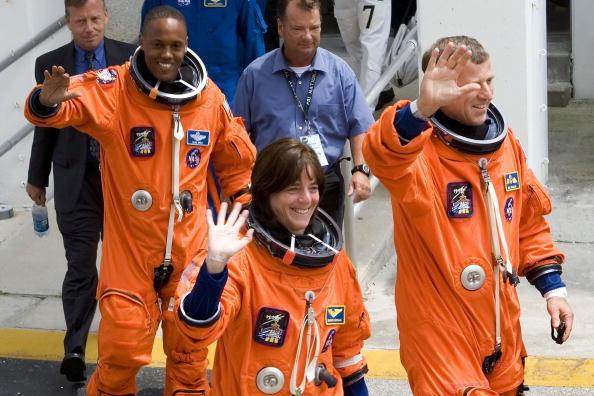 Space Shuttle Endeavor「NASA Prepares For Endeavour Lift-Off」:写真・画像(6)[壁紙.com]