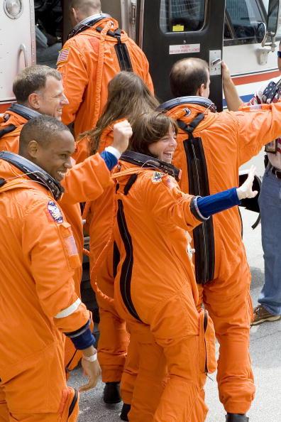 Space Shuttle Endeavor「NASA Prepares For Endeavour Lift-Off」:写真・画像(5)[壁紙.com]