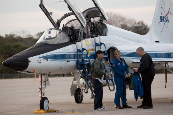 Magic Kingdom「Endeavour Astronauts Arrive At KSC For Pre-Launch Tests」:写真・画像(13)[壁紙.com]