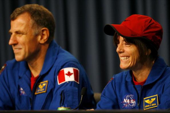 Space Shuttle Endeavor「Space Shuttle Endeavour Returns To Earth」:写真・画像(7)[壁紙.com]