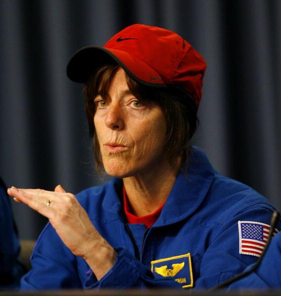 Space Shuttle Endeavor「Space Shuttle Endeavour Returns To Earth」:写真・画像(5)[壁紙.com]