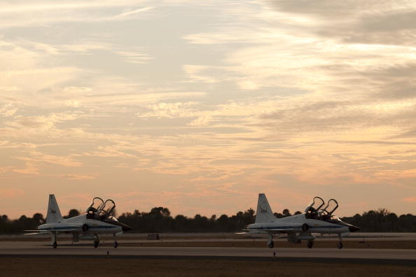 Magic Kingdom「Endeavour Astronauts Arrive At KSC For Pre-Launch Tests」:写真・画像(2)[壁紙.com]