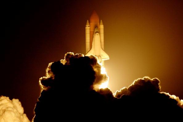 Space Shuttle Endeavor「Space Shuttle Endeavour Lifts Off For Space Station Mission」:写真・画像(4)[壁紙.com]