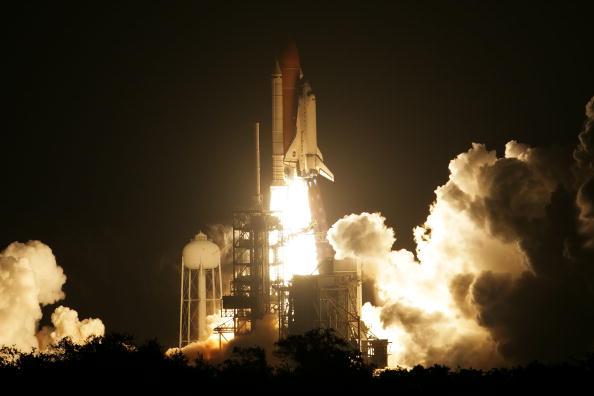 Space Shuttle Endeavor「Space Shuttle Endeavour Lifts Off For Space Station Mission」:写真・画像(16)[壁紙.com]