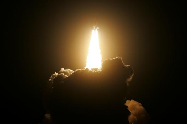 Space Shuttle Endeavor「Space Shuttle Endeavour Lifts Off For Space Station Mission」:写真・画像(6)[壁紙.com]