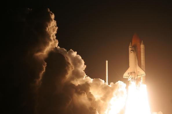 Space Shuttle Endeavor「Space Shuttle Endeavour Lifts Off For Space Station Mission」:写真・画像(8)[壁紙.com]