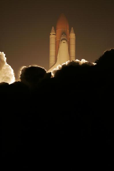 Space Shuttle Endeavor「Space Shuttle Endeavour Lifts Off For Space Station Mission」:写真・画像(5)[壁紙.com]
